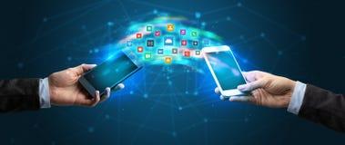 Mobiele telefoons die toepassing syncing stock afbeeldingen