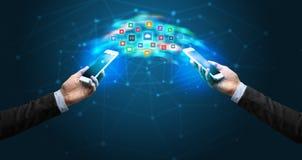 Mobiele telefoons die toepassing syncing royalty-vrije stock foto