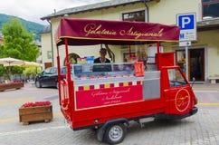 Mobiele winkelverkoper van Italiaans fruitroomijs Royalty-vrije Stock Foto's