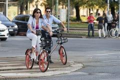Mobike cykel som delar service i Milan, Italien Arkivfoton
