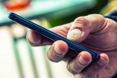 MOBIL电话在手上 免版税库存照片