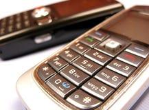 mobil över vita telefoner Royaltyfri Foto