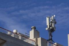 Mobil antenn i en byggnad Fotografering för Bildbyråer