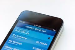 Mobil bankrörelse på äppleiphone Fotografering för Bildbyråer