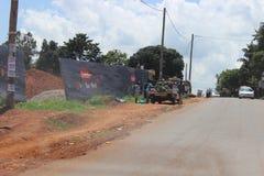 Mobil grönsakhandel i Kampala royaltyfri bild