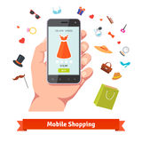Mobil online-shopping för kvinna Arkivbild