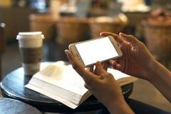 Mobil téléphonent dans la main images libres de droits