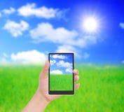 mobil telefon för korthandhåll till Royaltyfri Foto