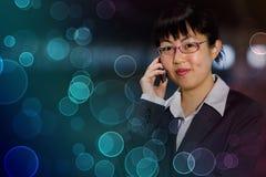mobil telefonkvinna för asiatisk affär Royaltyfria Bilder