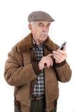 mobil telefonpensionär för man Royaltyfri Foto