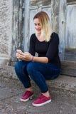 mobila telefonkvinnor Arkivbilder