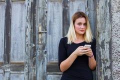 mobila telefonkvinnor Royaltyfria Foton