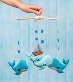 Mobile avec différents jouets sous forme d'animaux photographie stock libre de droits