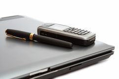 Mobile phone and fountain pen Royalty Free Stock Photos