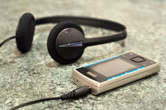 Mobile phone with headphones Royalty Free Stock Photos