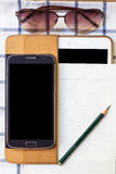 Mobile und Tagebuch auf einem weißen Hintergrund Stockbilder