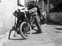 Mobileclick noir et blanc de streetphotography Photographie stock libre de droits