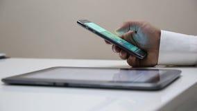 Mobilen ringer lager videofilmer