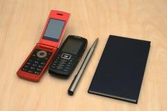 mobiles e penna del calendario Immagini Stock Libere da Diritti