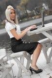 Mobilfunkgeschäft-Frau Lizenzfreies Stockfoto