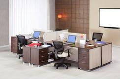 Mobiliário de escritório em um fundo branco Fotografia de Stock Royalty Free
