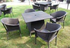 Mobilia all'aperto in giardino Fotografia Stock Libera da Diritti