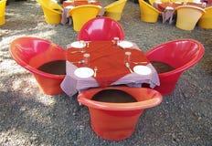 Mobilia all'aperto in giardino Immagine Stock