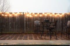 Mobilia del patio in pioggia fotografie stock