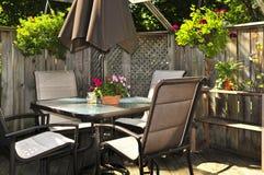 Mobilia del patio su una piattaforma Fotografia Stock
