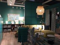 Mobilia della stanza di famiglia da vendere al deposito IKEA America Fotografie Stock