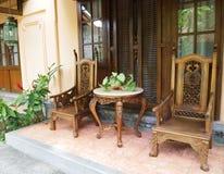 Mobilia di Balinese sul patio Fotografia Stock Libera da Diritti