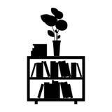 mobilia monocromatica con i libri ed il vaso Immagini Stock Libere da Diritti