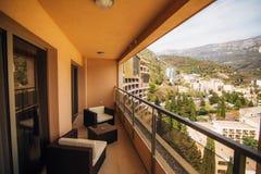 Mobilia sul balcone dell'appartamento Immagini Stock Libere da Diritti