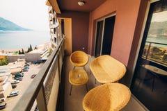 Mobilia sul balcone dell'appartamento Fotografie Stock Libere da Diritti