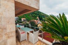 Mobilia sul balcone dell'appartamento Fotografia Stock Libera da Diritti