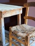 Mobilia, Tabella e Cane Chair rustici Fotografia Stock Libera da Diritti