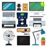 Mobiliario de oficinas del ordenador del grupo Ordenador portátil, monitor, PC de la tableta, smartphone, teclado de la impresora libre illustration