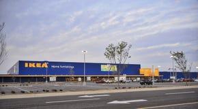 Mobilier de maison d'Ikea au crépuscule Images stock