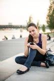 Mobiliteit - vrouw in stad Stock Foto