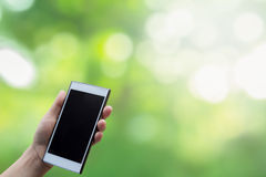 Mobilkommunikationstechnologie für drahtlose Kommunikationen Verwischen des natürlichen Hintergrundes stockfotos