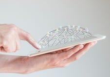 Mobilna pastylka w samiec rękach z palcem wskazuje przy pokazem Pojęcie sieci komputerowe i socjalny sieci Obraz Stock