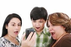 mobilni ludzie dzwonią dopatrywanie Zdjęcia Royalty Free