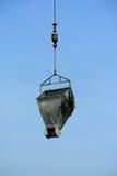 Mobilny żuraw używał podnosić ciężkiego materiał przy budową Zdjęcie Royalty Free