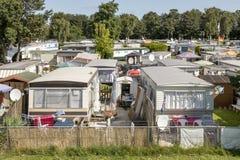 Mobilny stwarza ognisko domowe w grodzkim campingowym Lemmer Zdjęcie Stock