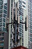 Mobiltelefon-Antenne im Stadtgebiet Lizenzfreie Stockbilder