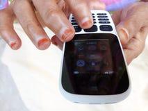 Mobiltelefon för gammal stil med tangentbordet Arkivbilder