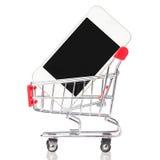 Mobiltelefon i shoppingvagn på vit. Mobiltelefon i spårvagn. Arkivfoto