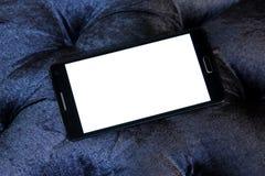 Mobiltelefon med kopieringsutrymme på den vita skärmen Arkivfoto