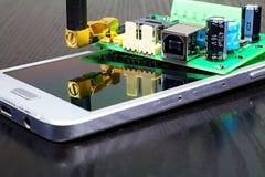 Mobiltelefon och meddelare för g-/m2säkerhet av objekt arkivfoton