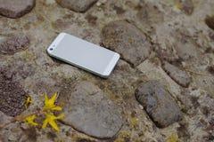 Mobiltelefon på stenar Royaltyfria Bilder